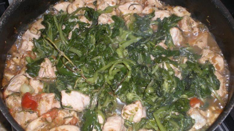 Zuppa di pollo, spinaci e quinoa, delizia d'autunno